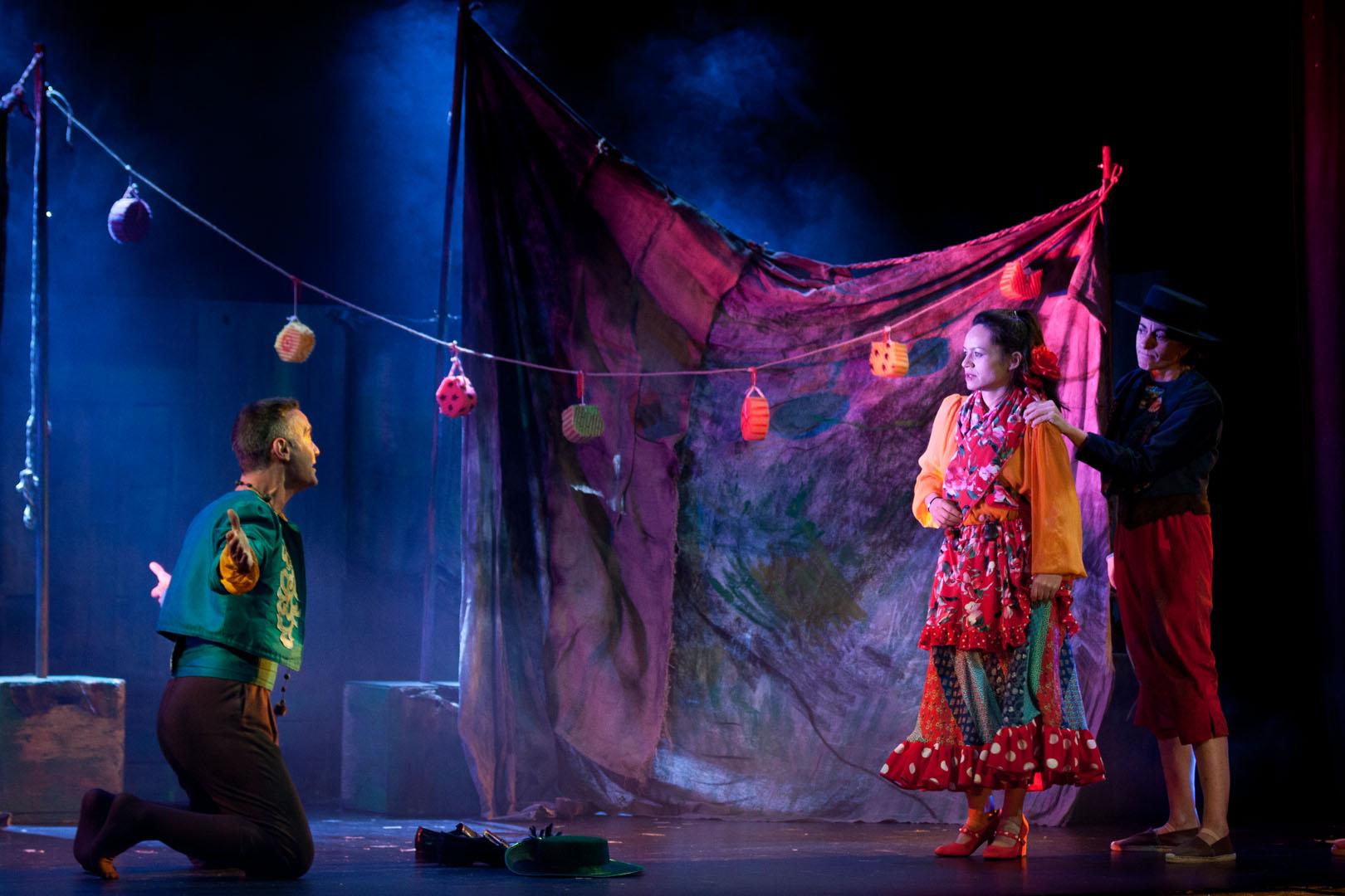 ANDRES ARRODILLADO Factoria Teatro - Constanza - La gitanilla - 063 - Fotos Sarti - WEB